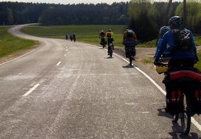 Велосипедист и начальник Лидской ГАИ разбирались, является ли песок препятствием для движения
