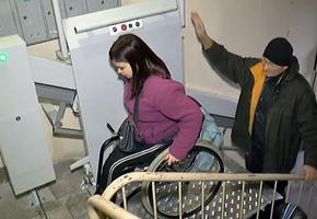 В Лиде и Берёзовке в подъездах некоторых многоэтажек установят электроподъемники для людей с ограниченными возможностями