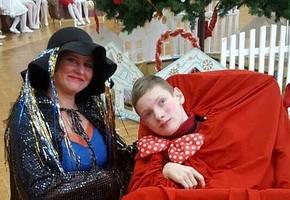 Мальчику с тяжёлой болезнью требуется специализированная коляска. Идёт сбор средств