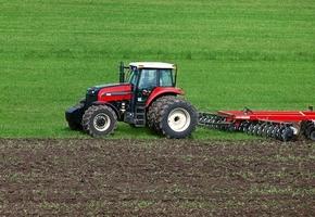 Немецкий инвестор начал обработку первых гектаров луковых полей на Лидчине