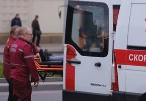 Пассажир залез на крышу авто во время движения и упал. В отношении водителя возбуждено уголовное дело