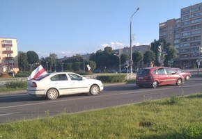 Людей, которые ездили по Лиде на автомобилях с флагами «БЧБ», оштрафовали на 25 базовых