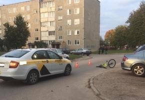 В Лиде ребёнок на велосипеде попал под автомобиль такси
