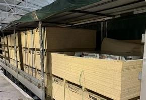 В п/п «Бенякони — Шальчининкай» литовские таможенники обнаружили в ДСП-плитах контрабандные сигареты на сумму более 1,7М €