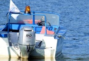 Под Лидой на озере перевернулся матрас с двумя мальчиками: детей спасли