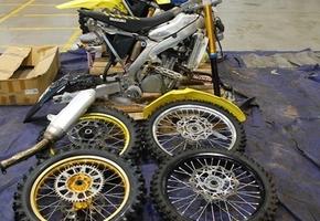 Два мотоцикла в разобранном виде намеревались ввезти через Гродненскую область под видом запчастей