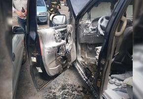 В Лиде днём загорелся легковой автомобиль