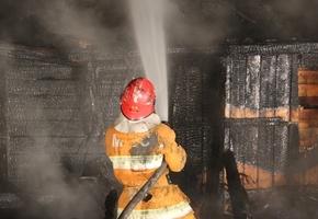 При пожаре в Лидском районе погибло 2 человека. Хозяин пытался потушить дом и получил ожоги 36% тела, он госпитализирован