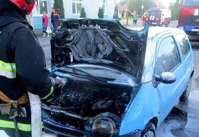 Возле «Белпочты» на Труханова из-за замыкания загорелся «Renault Twingo»