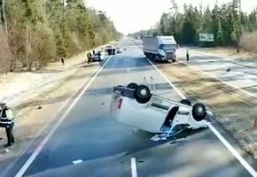 На трассе М6 произошло смертельное ДТП. По предварительной информации,  водитель Peugeot уснул