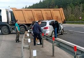 Пьяный водитель самосвала решил развернуться на М6 — в аварии пострадали люди