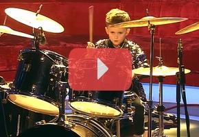 «Это же тот самый барабанщик приехал?». Четырехлетний барабанщик из Берёзовки побывал на шоу Галкина «Лучше всех»