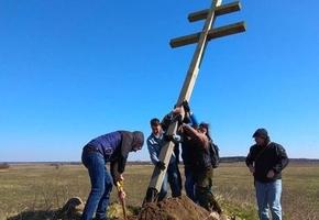 Под Лидой поставили пятиметровый крест в память повстанцев