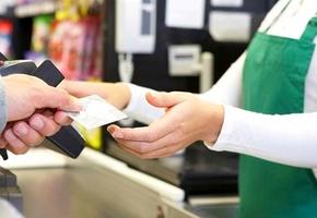 В Лиде мужчина нашел банковскую карту и совершал покупки в магазинах