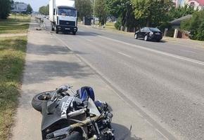 В Лиде мотоциклист на Suzuki въехал в Volkswagen