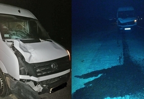На трассе М6 микроавтобус Volkswagen насмерть сбил пешехода