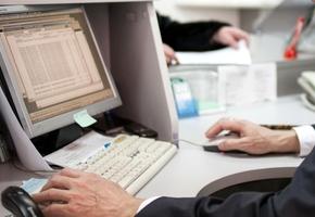 Мошенник представился гендиректором и приказал оператору банка из Лиды перевести деньги в Россию