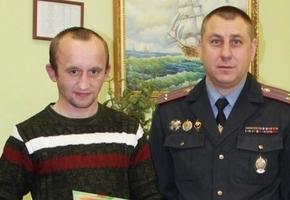 Гродненца, задержавшего грабителя из Лиды, наградили премией. До этого он ещё спасал утопающего и помогал тушить пожар