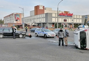 На центральном перекрёстке Лиды Renault проехал на красный и врезался в Audi
