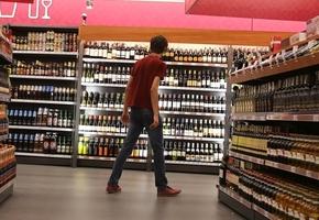 С 21 года и в отдельных залах. Как в Беларуси хотят ограничить продажу алкоголя