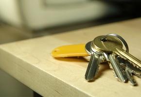 В Лиде женщина умудрилась взять задатки при продаже чужой квартиры