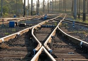 Под грузовой поезд «Лида-Слуцк» попал пьяный мужчина, он лишился ноги