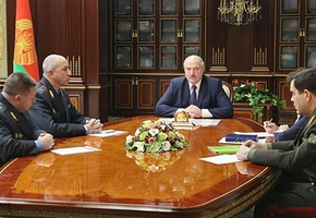 Лукашенко назначил Караева помощником президента по Гродненской области и присвоил звание генерал-лейтенанта милиции