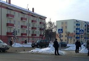 На Мицкевича пьяный лидчанин разбил стёкла двух автомобилей