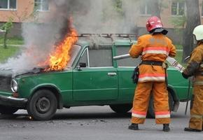На пр. Победы загорелась «копейка». Потушить силами автомобилистов не удалось