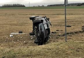 Под Вороново Mercedes вылетел в кювет. Водитель не справился с управлением. Пострадала пассажирка