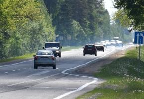 С 25 августа водителям нужно будет включать ближний свет фар