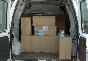 В Лиде милиционеры остановили микроавтобус, набитый коробками с сигаретами. Стоимость изъятого — более 27000 рублей