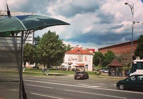 Возле Лидского замка появилась необычная автобусная остановка