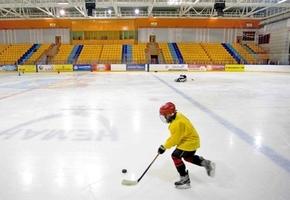 «Лидская ДЮСШ по хоккею с шайбой» проводит набор детей для тренировок. Занятия проводятся бесплатно
