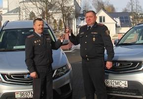 По итогам года Слонимскому и Мостовскому РОВД подарили по автомобилю «Geely». Лидский РОВД оценили на твёрдую «хорошо»
