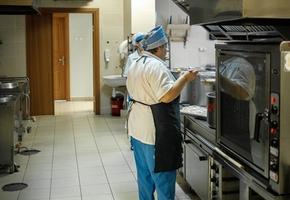 Сотрудников школьных столовых в Гродно и Лиде подозревают в хищении продуктов