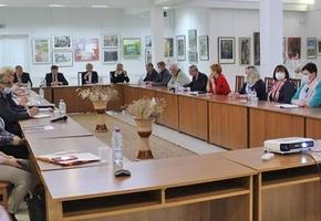 Реформирование Конституции, перераспределении полномочий президента. В Лиде состоялся круглый стол