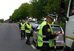 Армия сотрудников ГАИ в Лиде проводит фильтрацию автомобилистов