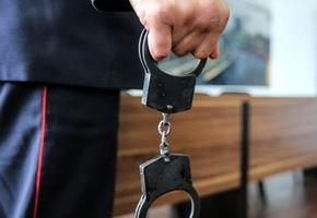 В Лиде на бульваре Гедимина грабитель пытался отнять у женщины сумку, но не смог