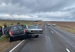 Бесправник совершил ДТП на М11 рядом с Дятлово. Женщина получила перелом грудины