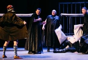 Стриптизеры, оказавшиеся за тюремной решеткой. В Лиде покажут спектакль для взрослых «Ночь для женщин»