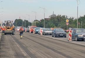 В Лиде на проспекте Победы было частично обновлено дорожное покрытие