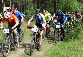 Лидские велосипедисты провели II этап любительского кубка Лиды по XCO на трассе Боровка (фото)