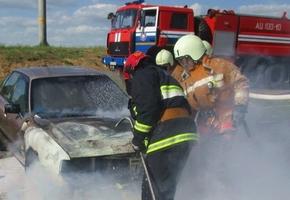 На Гастелло пожарные тушили Audi 80