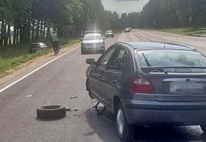 Renault и Audi столкнулись в Лидском районе. ГАИ разыскивает очевидцев ДТП
