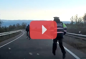 На трассе М6 инспекторы задержали пьяного велосипедиста. После освидетельствования и оформления документов мужчину отвезли домой