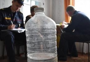 Милиционеры продолжают рейды по самогонщикам. В Лидском районе в доме пенсионерки ликвидировано более 100 литров браги