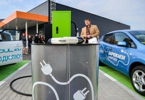 Вадим Худык рассказал о новой станции зарядки электромобилей под Лидой