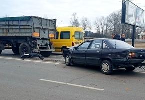 В Лиде на объездной дороге в результате ДТП произошло двойное столкновение автомобилей