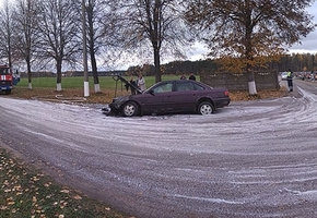 В Лиде в День памяти на кладбище Зосино загорелся автомобиль